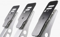 Metal pedal faces.